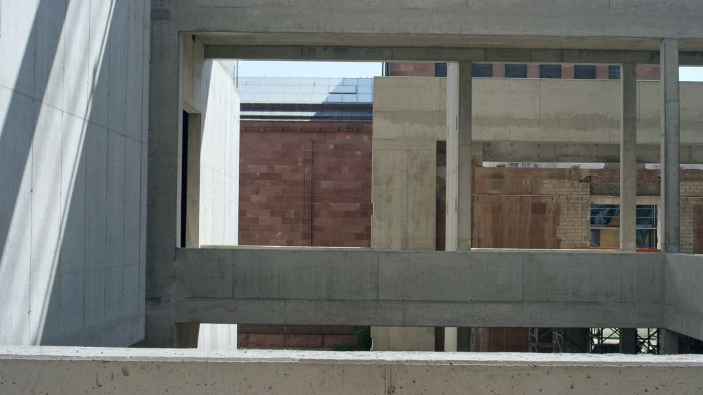 """""""Years of Construction – Baujahre [2013 – 2018]"""" Videostill mit freundlicher Genehmigung von Heinz Emigholz"""