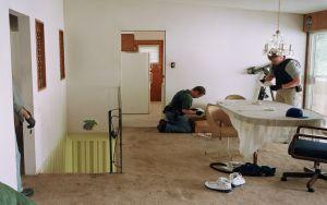 Jeff Wall, Search of Premises, 2009 Lightjet print, 192,3 x 263 cm courtesy the artist © Jeff Wall